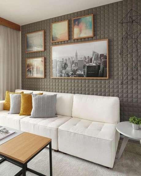 63. Sofá 3 lugares branco para decoração de sala de estar moderna com revestimento 3D para parede com quadros – Foto: Sesso & Dalanezi Arquitetura