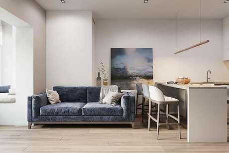 66. Sofá azul escuro para decoração de sala com cozinha integrada – Foto: Archilovers