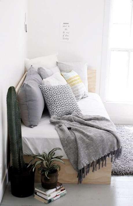 67. Sofá cama de madeira simples – Foto: Webcomunica