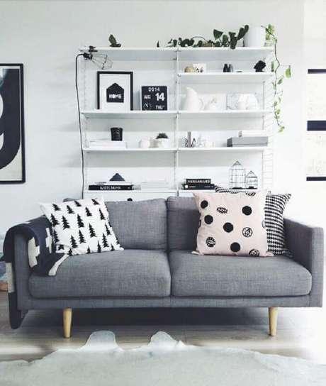 76. Sofá cinza pequeno para sala minimalista decorada – Foto: GD-Home