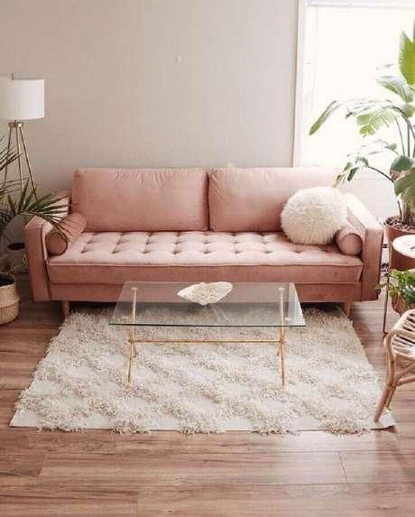 97. Modelo de sofá rosa com pés de madeira – Foto: Archilovers