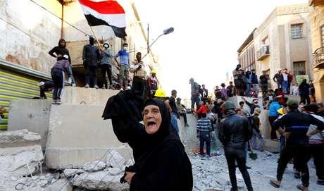 Os manifestantes do Iraque têm pedido o fim da influência iraniana no país