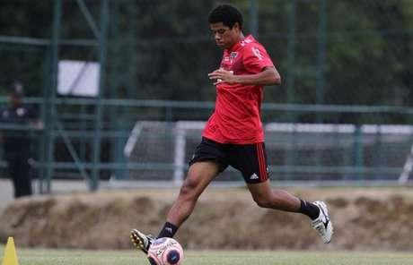 Gabriel Sara sofreu uma lesão no pé esquerdo e precisará passar por cirurgia (Foto: Rubens Chiri/saopaulofc.net)