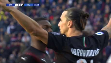 Ibrahimovic restrou como titular e marcou o segundo gol da vitória do Milan (Foto: DAZN)