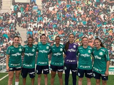 Palmeiras apresentou reforços para o time feminino neste sábado, na Academia de Futebol (Foto: Divulgação)