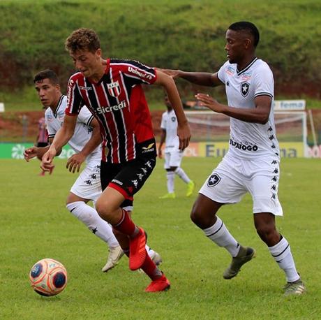 O Botafogo do Rio de Janeiro perdeu para o xará de Ribeirão Preto e está eliminado da Copinha (Foto: Divulgação/Botafogo-SP)