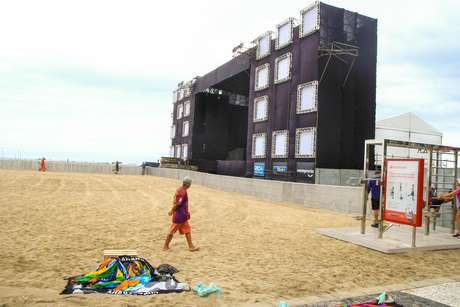 Estrutura de palco do Réveillon será mantida para ser usada na abertura oficial do Carnaval 2020.