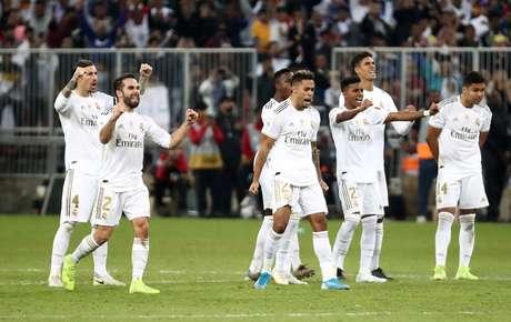 Real vence a Supercopa nos pênaltis.