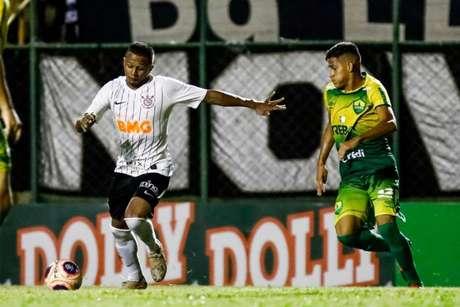 Léo Pereira comemorou o primeiro tento na Copinha (Foto: Rodrigo Gazannel/Agência Corinthians)