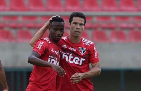 Helinho e Hernanes foram novidades entre os titulares - FOTO: Rubens Chiri/saopaulofc.net