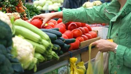 Uma dieta equilibrada inclui o consumo de frutas, legumes e verduras
