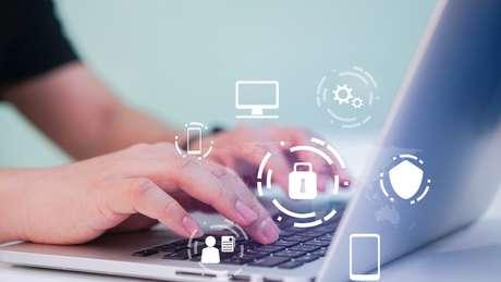 Relatório de 2018 do banco britânico Barclays estima que 'mais uma década de pais que compartilham excesso de informações pessoais online' produzirá 7,4 milhões de incidentes de fraude até 2030