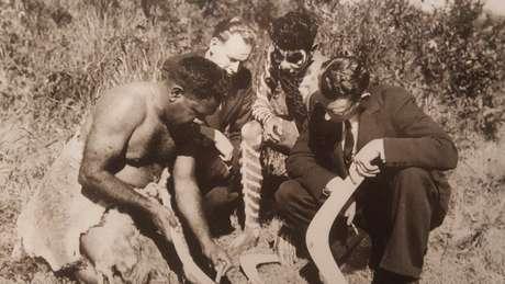 Seu bisavô Tom (à esquerda) e avô Fred (terceiro à esquerda) deram aulas sobre a terra na década de 1940