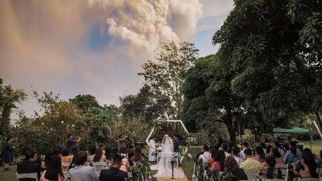 Cerimônia que selaria a união de Chino Vaflor e Kat Bautista Palomar estava prevista para acontecer no domingo (12/01), a uma curta distância de Taal, um dos vulcões mais ativos do país.