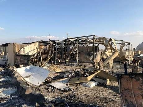 Militares norte-americanos inspecionam estragos causados por ataque iraniano na base de Ain al-Asad  13/01/2020 REUTERS/John Davison