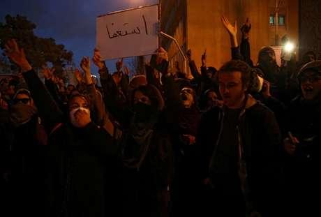 Iranianos protestam em apoio às vítimas da queda de avião ucraniano em Teerã 11/01/2020 Nazanin Tabatabaee/WANA (West Asia News Agency) via REUTERS