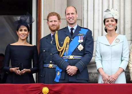 Harry e William com suas esposas, Meghan Markle e Kate Middleton