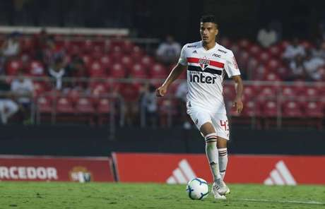 Walce tem cinco jogos como profissional do São Paulo - FOTO: Rubens Chiri/saopaulofc.net