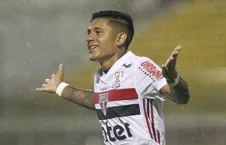 O paraguaio Galeano fez o primeiro gol do São Paulo (Foto: Rubens Chiri/saopaulofc.net)
