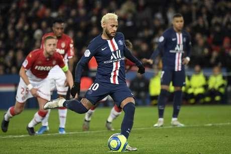 Neymar não conseguiu jogar as duas competições em 2016 quando atuou pelo Barcelona (AFP)