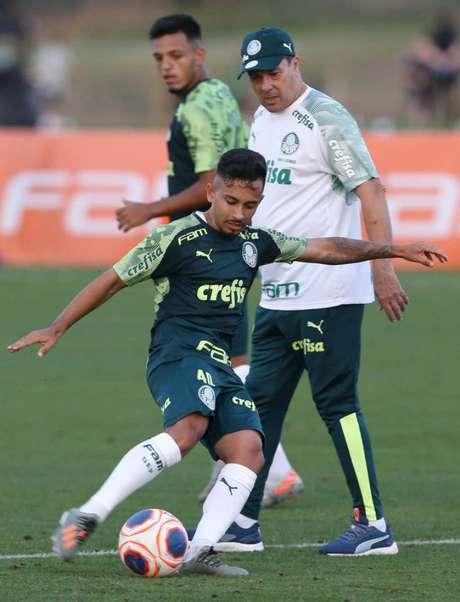 Alan Guimarães durante treino do Palmeiras em Orlando, na Florida (Foto: Cesar Greco)