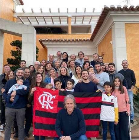 Jorge Jesus, treinador português do Flamengo, fez post com familiares em Portugal (Reprodução/ Instagram)