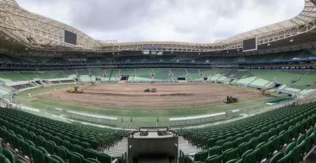 Gramado do Allianz Parque começou a ser retirado nesta segunda-feira (Foto: Divulgação)