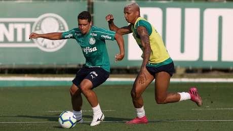 Jean e Deyverson durante treino do Palmeiras, na Academia de Futebol (Foto: Cesar Greco)