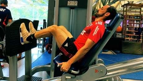 Juanfran e seus colegas treinaram na academia nesta tarde de segunda-feira (Foto: Reprodução/Twitter São Paulo)