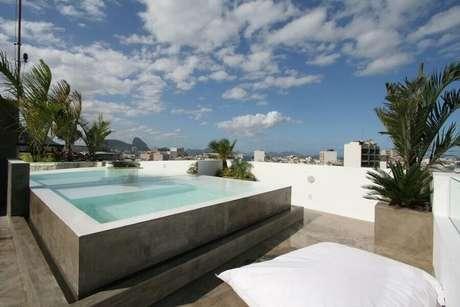 2. Casa com piscina de concreto concreto – Foto: Habitissimo.com