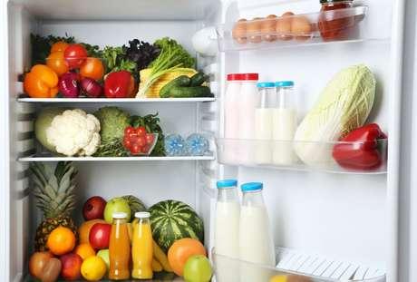 Confira truques que ajudam a ganhar espaço na geladeira