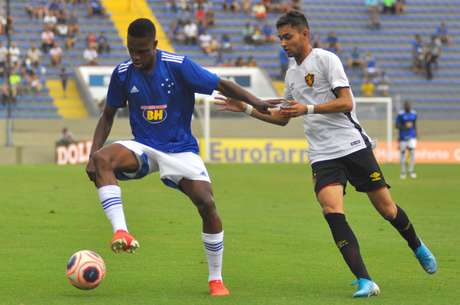 Lance da partida entre Cruzeiro (MG) e Sport (PE) pela segunda fase da Copa São Paulo de Futebol Júnior 2020, na Arena Barueri