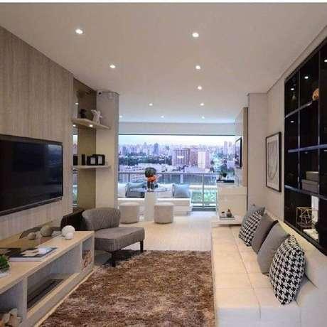 30. Rack com painel para TV para sala com varanda integrada – Foto: Pinterest