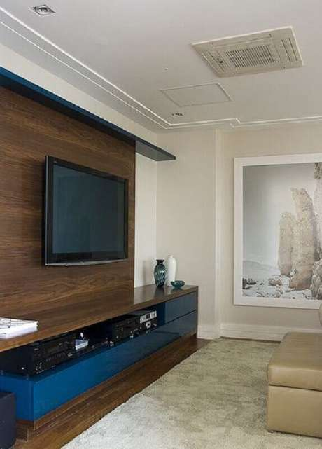 31. Decoração simples com rack com painel para TV – Foto: Pinterest