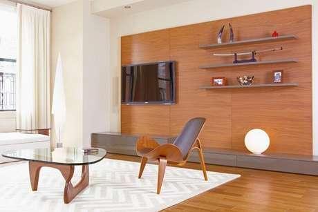 35. Rack com paine para tv com design clean para decoração de sala de estar – Foto: HappyModern