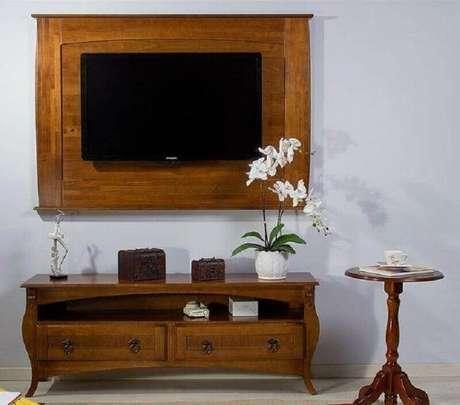5. Invista em um rack retrô com painel para um toque charmoso na decoração – Foto: Casa Diló