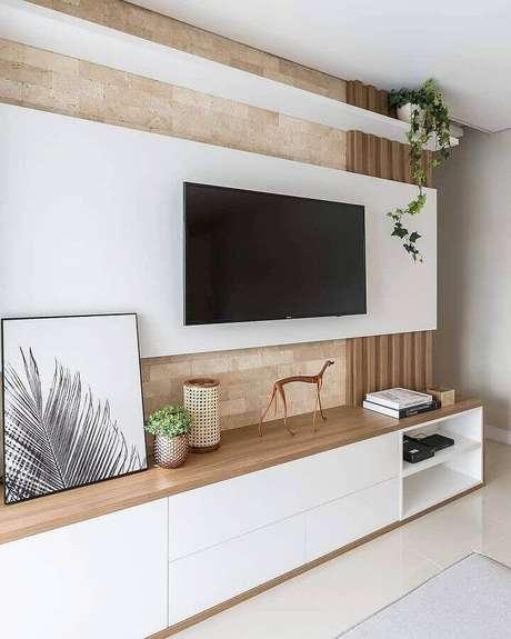 46. Racks modernos com painel branco para sala clean – Foto: HomeDecor