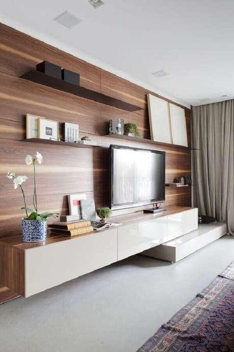 4. Racks modernos com painel de madeira – Foto: Gessato