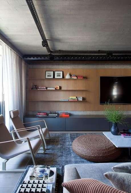 52. Decoração contemporânea com racks modernos com painel para sala ampla – Foto: Yamagata Arquitetura