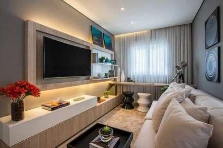 54. Racks modernos com painel para sala pequena – Foto: Claudia Albertini Arquitetos Associados