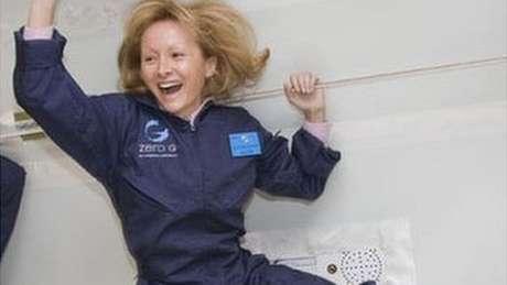 Ketty Maisonrouge experimentou ficar num ambiente de gravidade 0 como parte de seu treinamento para o turismo espacial