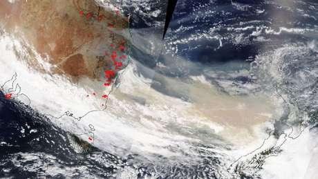 Em 5 de janeiro, a fumaça viajava perto da Nova Zelândia. Segundo a Nasa, ela já passou pela América do Sul e chegou a tornar o céu turvo em algumas regiões