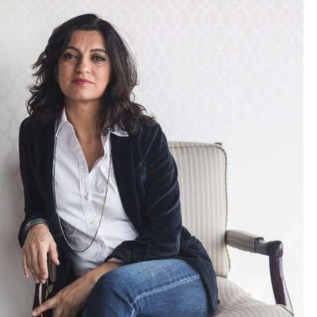 Firuzeh Mahmoudi, de 48 anos, vive até hoje nos EUA; ela é considerada uma agente anti-revolucionária pelo Irã