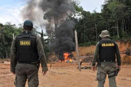 'Governo Bolsonaro enfraqueceu as agências ambientais', diz HRW