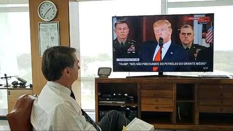 Presidente Jair Bolsonaro faz live durante pronunciamento de Donald Trump sobre ataques do Irã