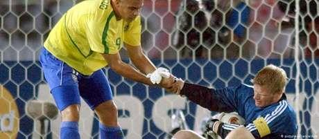 Ronaldo e Oliver Kahn na final da Copa do Mundo de 2002