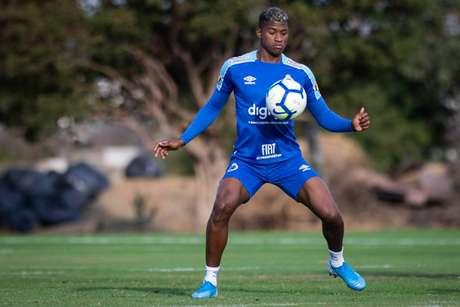 O Cruzeiro deseja negociar o lateral direito colombiano Orejuela (Foto: Divulgação/Bruno Haddad)