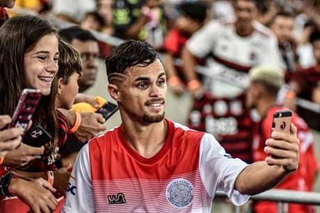 Michael já pôde receber o carinho da Nação no Rio de Janeiro (Foto: Nayra Halm/Fotoarena/Lancepress!)