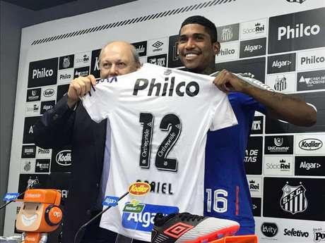 Raniel vestirá a camisa 12 no Santos (Foto: Arthur Faria)