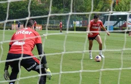 Pablo e seus companheiros treinaram finalizações nesta manhã em Cotia (Foto: Érico Leonan/saopaulofc.net)
